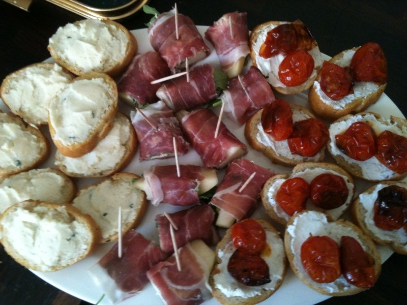 Prosciutto pear and rocket rolls gastrogiddy for Canape platters